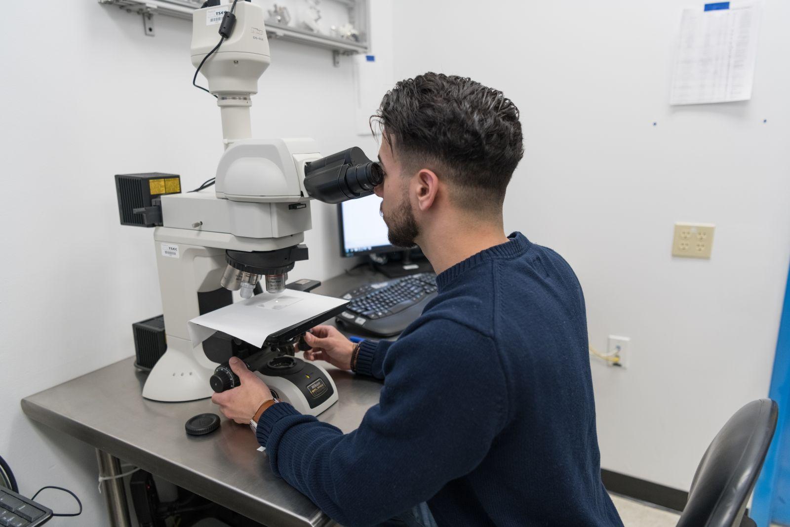 Scanning Electron Microscope at Sono-Tek